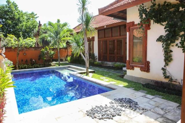 Natural Open Style Padanggalak Villa