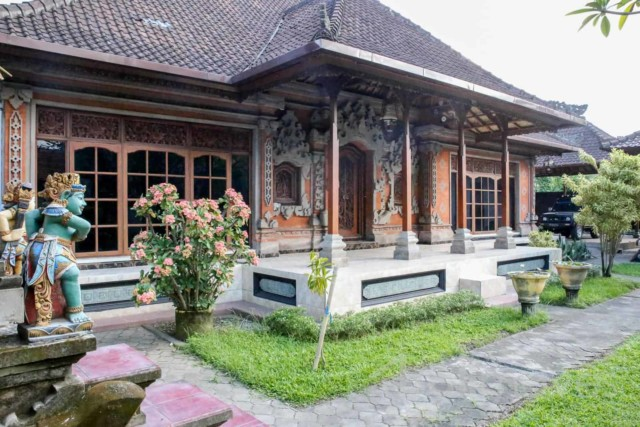 Three Bed Bali Style House with Big Garden