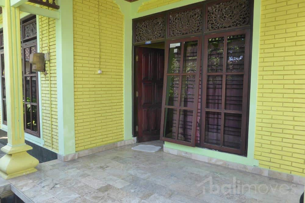 Cheap four bedroom house in need of love sanur 39 s local for Cheap 4 bedroom houses