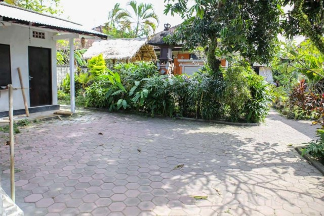 Local House, 1 Min. to Matahari Terbit Beach