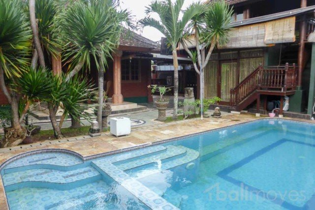 Spacious Six Bedroom Villa in Padanggalak
