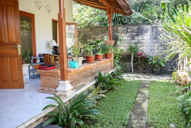Bright Two Bedroom Beachside House