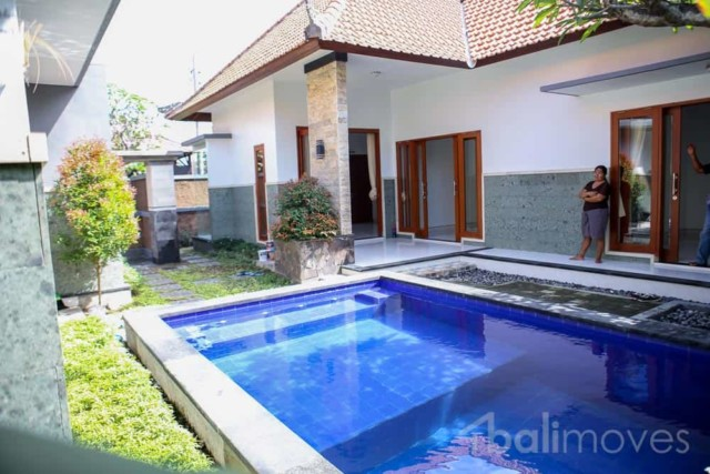 Under Par 3 Bed Villa Close to Golf Course