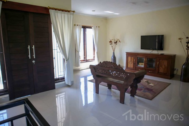 Four Bedroom Modern House in Padanggalak