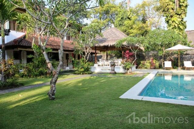 Huge Classic Sanur Style Beachside Villa