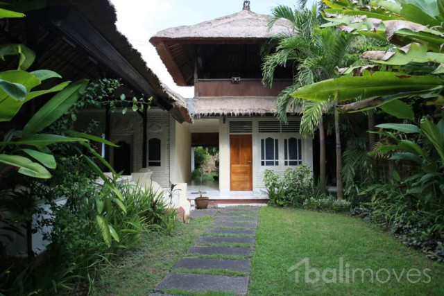 Traditional Style Beachside House for Rent