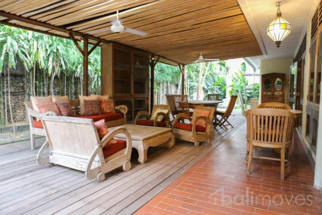 Classic Three Bedroom Villa on 1100m2 Plot
