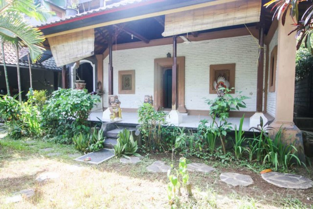 Local Style Two Storey House in Renon