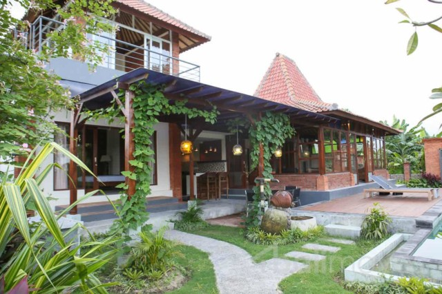 New Villa with Rice Paddy Views Near Pantai Purnama