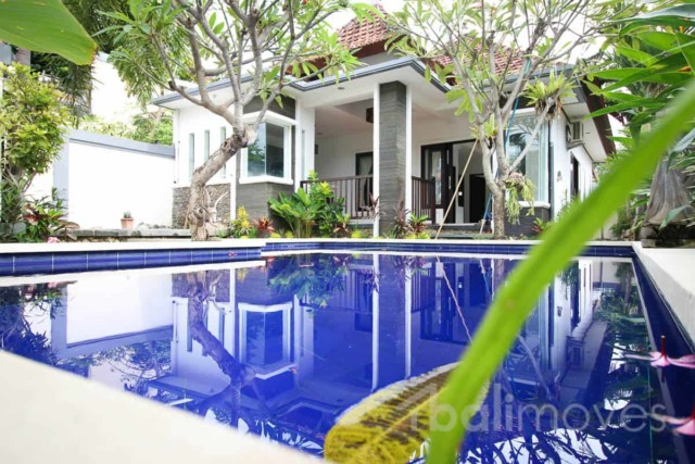 Solid Three Bedroom House with Large Pool