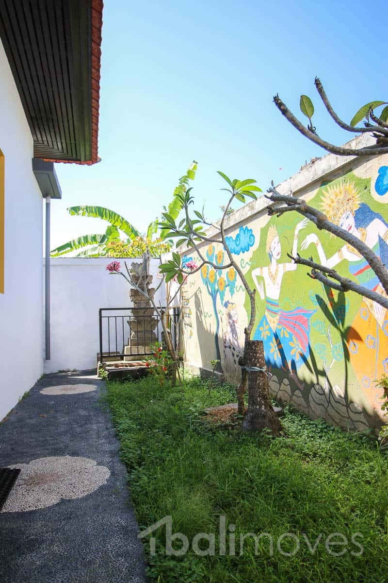 Cheap 2 Bedroom House For Rent: Colourful And Cheap Two Bedroom House ⋆ Sanur's Local Agent