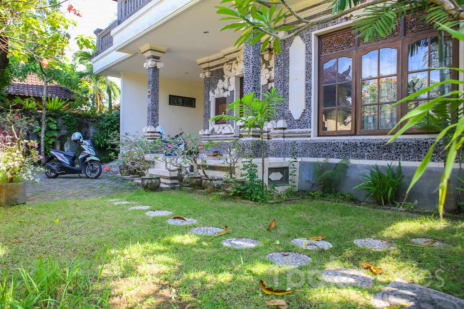 375 m2 land with five bedrooms house for sale sanur 39 s local agent balimoves property for Cheap 5 bedroom houses for sale