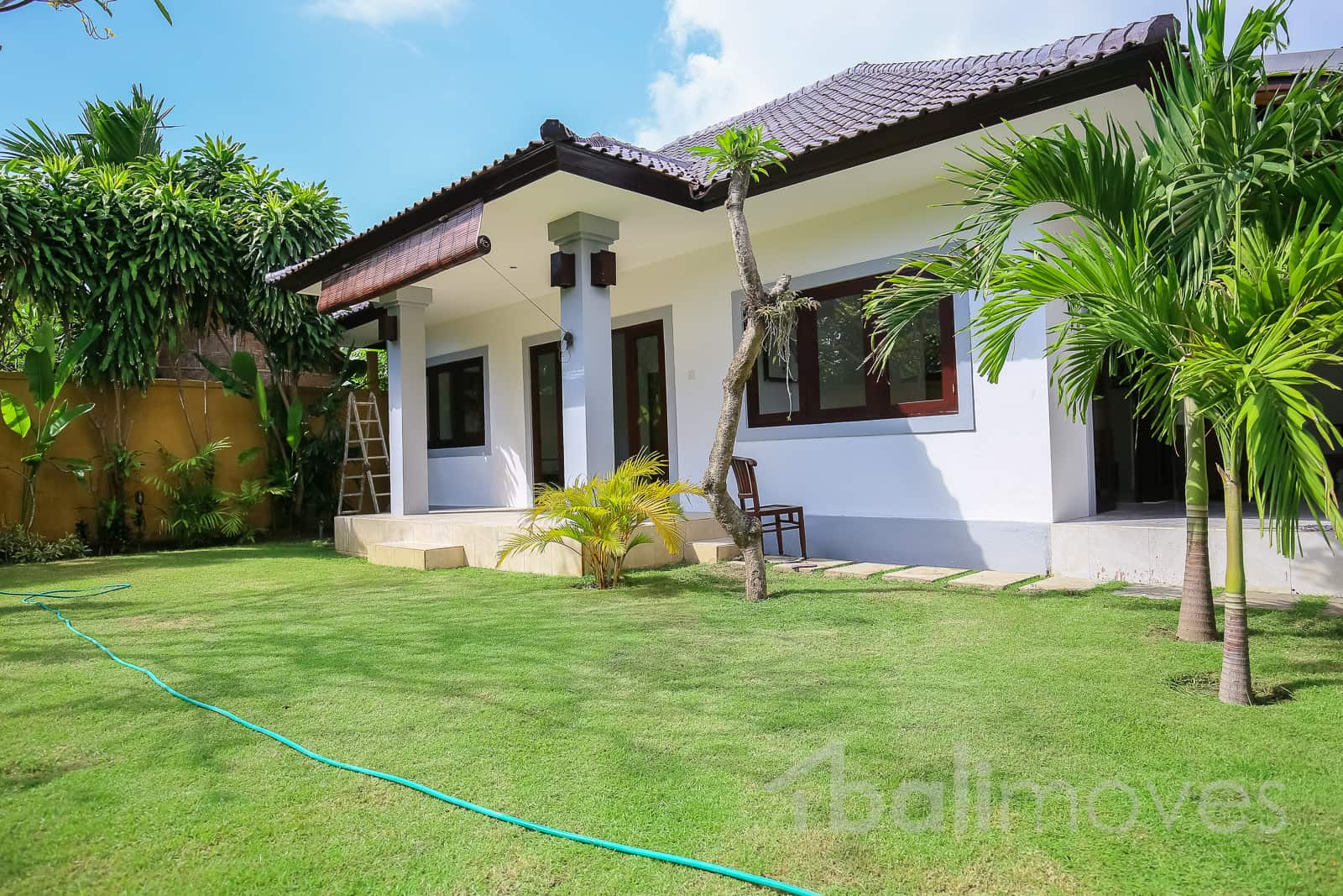 Two bedroom house with beautiful garden sanur 39 s local for Two bedroom house