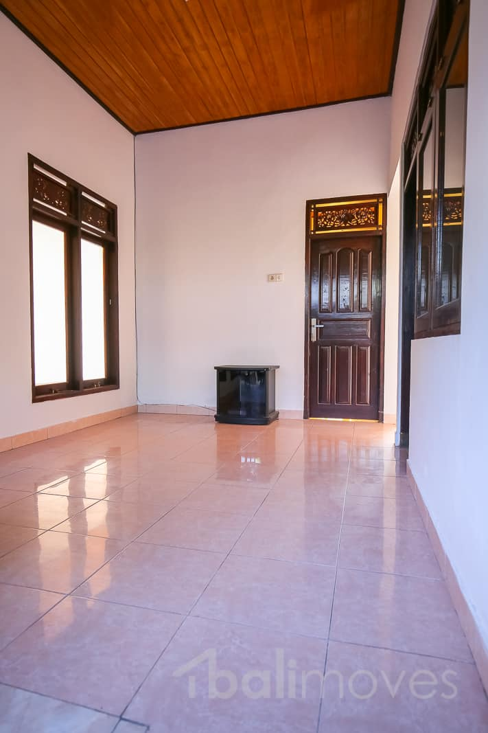 3 Bedroom Semi Detached House To Rent Rose Gardens: Cheap Local House With Three Bedroom Semi Furnished